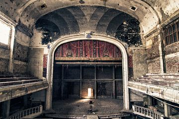 Verlaten theater - België sur Frens van der Sluis