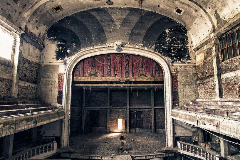 Verlaten theater - België van Frens van der Sluis