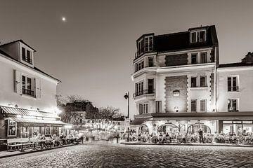 Place du Tertre op de Montmartre in Parijs / zwart en wit van Werner Dieterich