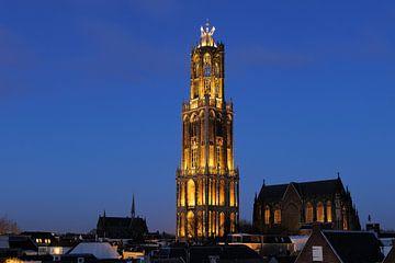 Domtoren en Domkerk in Utrecht op de dag van de installatie van burgemeester Jan van Zanen van Donker Utrecht