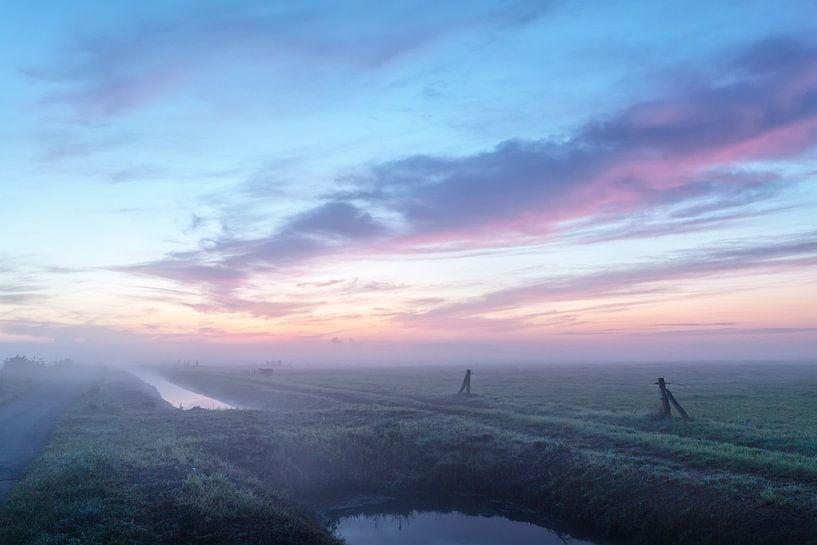 Landelijk pastel ochtendgloren van R Smallenbroek