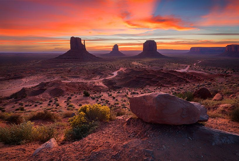 Monument Valley zonsopgang van Albert Dros
