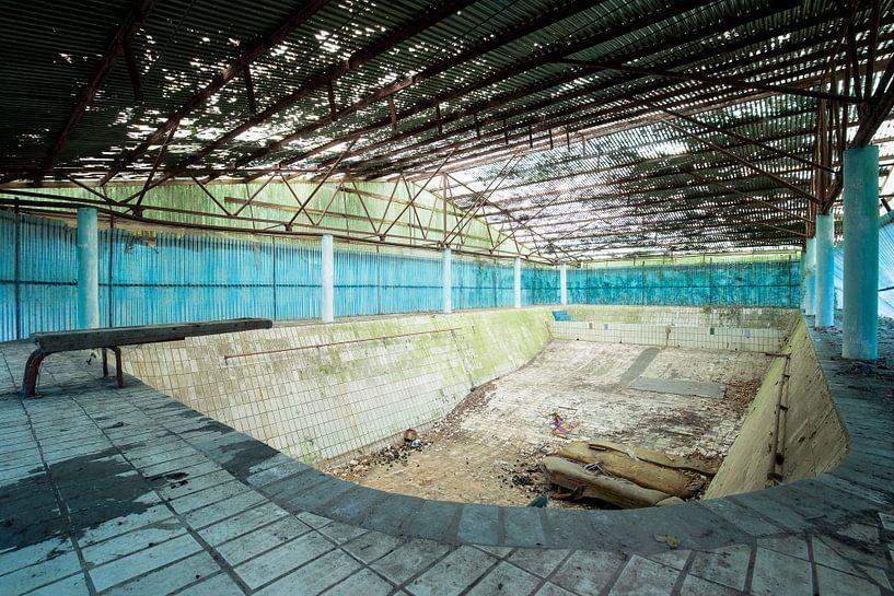 Schwimmbad im Niedergang von Kristof Ven