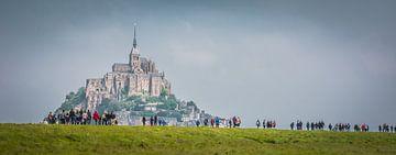 Wanderer zum Mont Saint-Michel. von Adri Vollenhouw