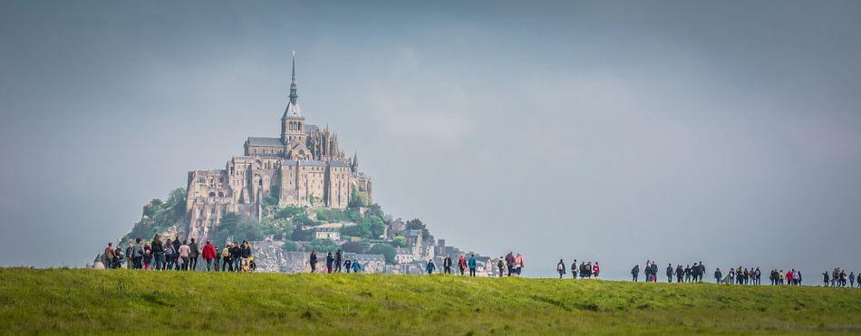 Wandelaars naar Mont Saint-Michel.