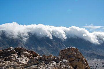 wolken over de bergen von Compuinfoto .