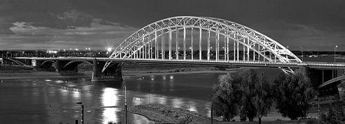 Panorama Waalbrug Nijmegen zwart/wit van