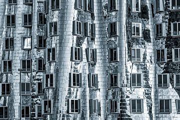 Gehry-Bauten im Medienhafen Neuer Zollhof in Düsseldorf Metallfassade in schwarz-weiss von Dieter Walther