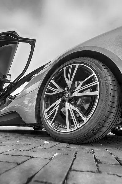 Achterwiel van de BMW i8 van Mark Bolijn