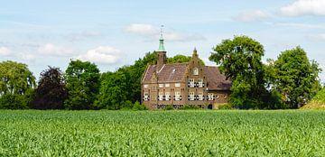 Schloss Meeuwen im niederländischen Dorf Meeuwen von Ruud Morijn