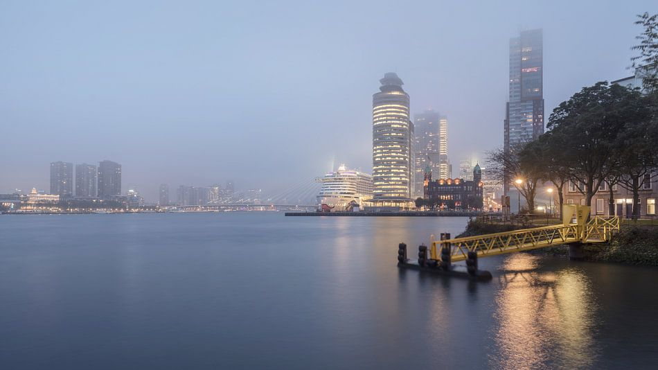 Rotterdam: skyline in de mist