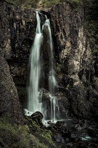 Waterval op IJsland van Geert Schuite