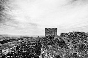 kasteel bij Celorico da Beira van Rick van der Poorten