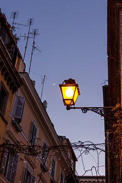 Straat lantaarn in Rome van Mickéle Godderis