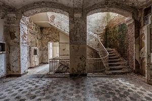 decay in the corridor von
