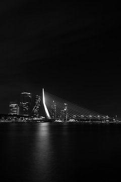 Erasmusbrug Rotterdam in zwart-wit von Studio Wanderlove