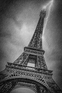 PARIJS eiffeltoren, in het regen-en Onweersbuien