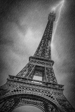 PARIS Eiffel Tower Thunderstorm sur Melanie Viola