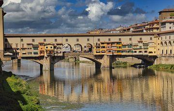 Ponte Vecchio brug over de Arno in Florence van Jan Kranendonk
