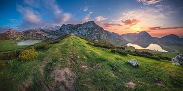 Lac de montagne des Asturies Panorama Picos de Europa sur Jean Claude Castor