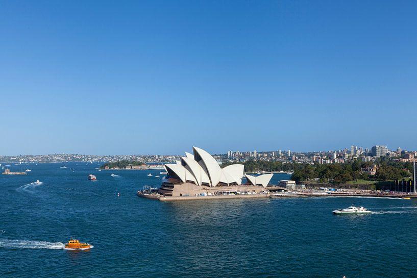 Sydney skyline met Opera House, een van de meest herkenbare bezienswaardigheden van Sydney en Austra van Tjeerd Kruse
