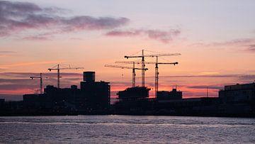 Zonsopgang Haven van Rotterdam van Tony Vingerhoets