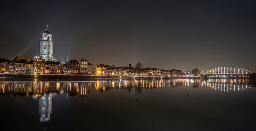 Skyline Deventer by night von Hans Brasz
