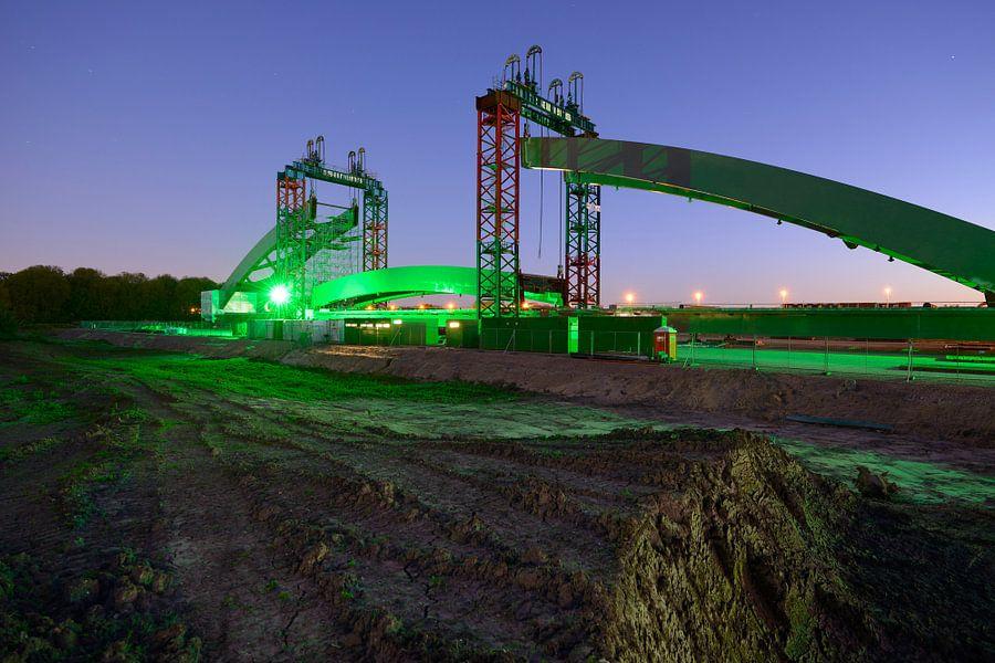 Spoorbrug in aanbouw op de J.C. Verthorenkade in Utrecht