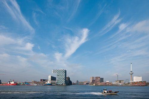 haven skyline van Rotterdam van