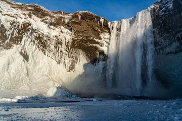 Gedeeltelijk bevroren  Skógafoss waterval van Henry Oude Egberink