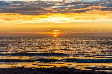 Zonsondergang op het strand. von Richard Steenvoorden