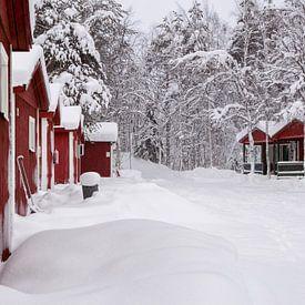 Finland, huisjes in de sneeuw van Frank Peters