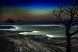 De dode zee in Israël bij nacht met zijn mystieke kleuren