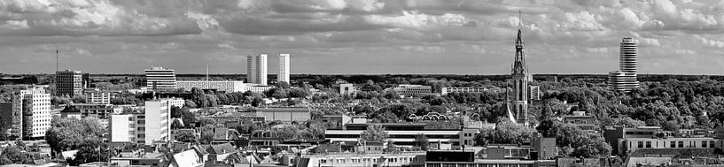 Panorama Groningen zuid zwart wit van Anton de Zeeuw