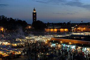 Avond op het Djemaa el Fna in Marrakech