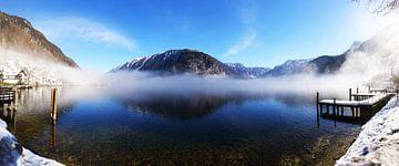 Hallstatt und Hallstatter See im Morgennebel