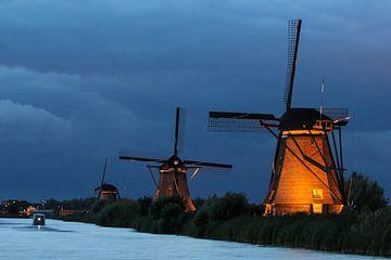 Beleuchtete Mühlen (Kinderdijk) von Nico Olsthoorn