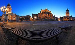 Berlijnse Gendarmenmarkt op blauw uur van Frank Herrmann
