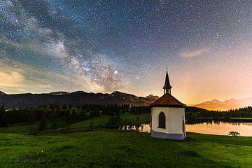 Melkweg boven de Hegratsrieder See van Dennis Eckert