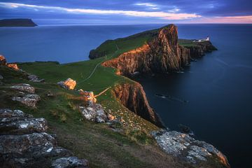 Neist Point Lighthouse op het eiland Skye van Jean Claude Castor