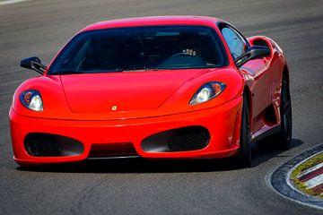 Une Ferrari F430 au volant d'une voiture de sport sur le circuit de Zandvoort lors de la journée Ita