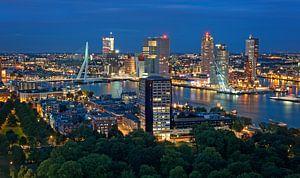 De skyline van Rotterdam vanaf de Euromast van
