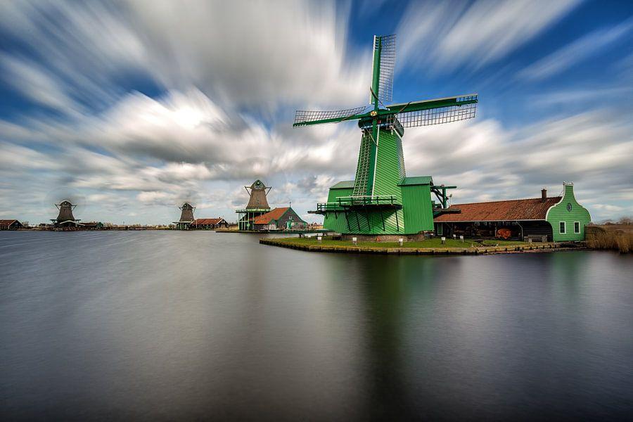 Majestic windmills van Costas Ganasos