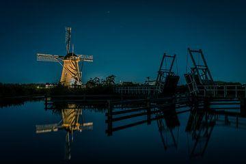 Beleuchtete Mühle an der Zugbrücke von Henri van Avezaath