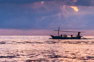 Balinese vissersboot bij zonsopgang