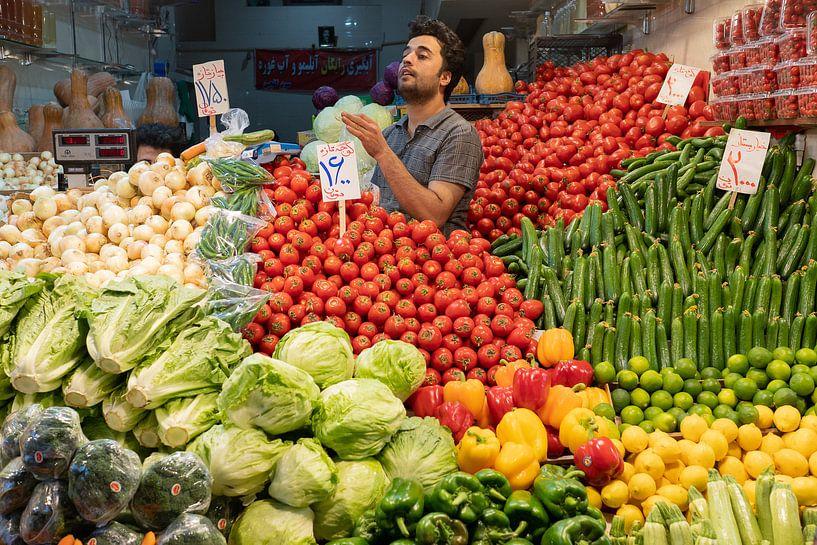 Groentenwinkel in Teheran van Jeroen Kleiberg