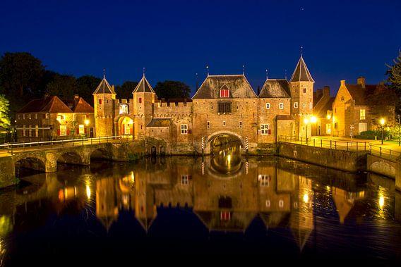 Koppelpoort Amersfoort by night van Arthur Schotman