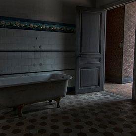 In de badkamer van Chateau Lumiere - Urban exploring Frankrijk van Frens van der Sluis