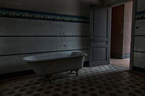In de badkamer van Chateau Lumiere - Urban exploring Frankrijk van