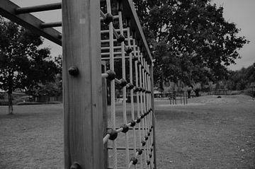 Kletterseil auf einem Spielplatz. von Kim De Sutter